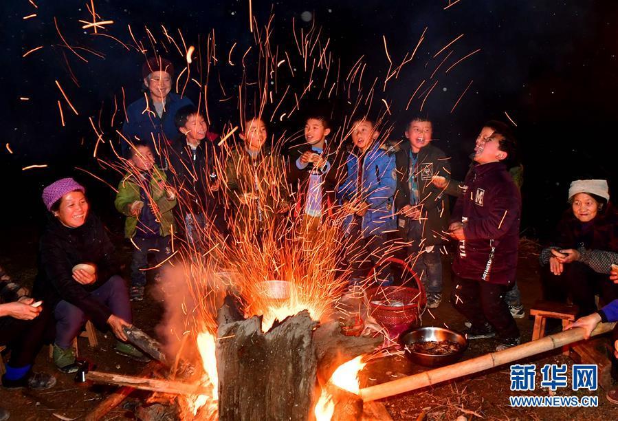 (社会)(1)广西融水:欢度苗年